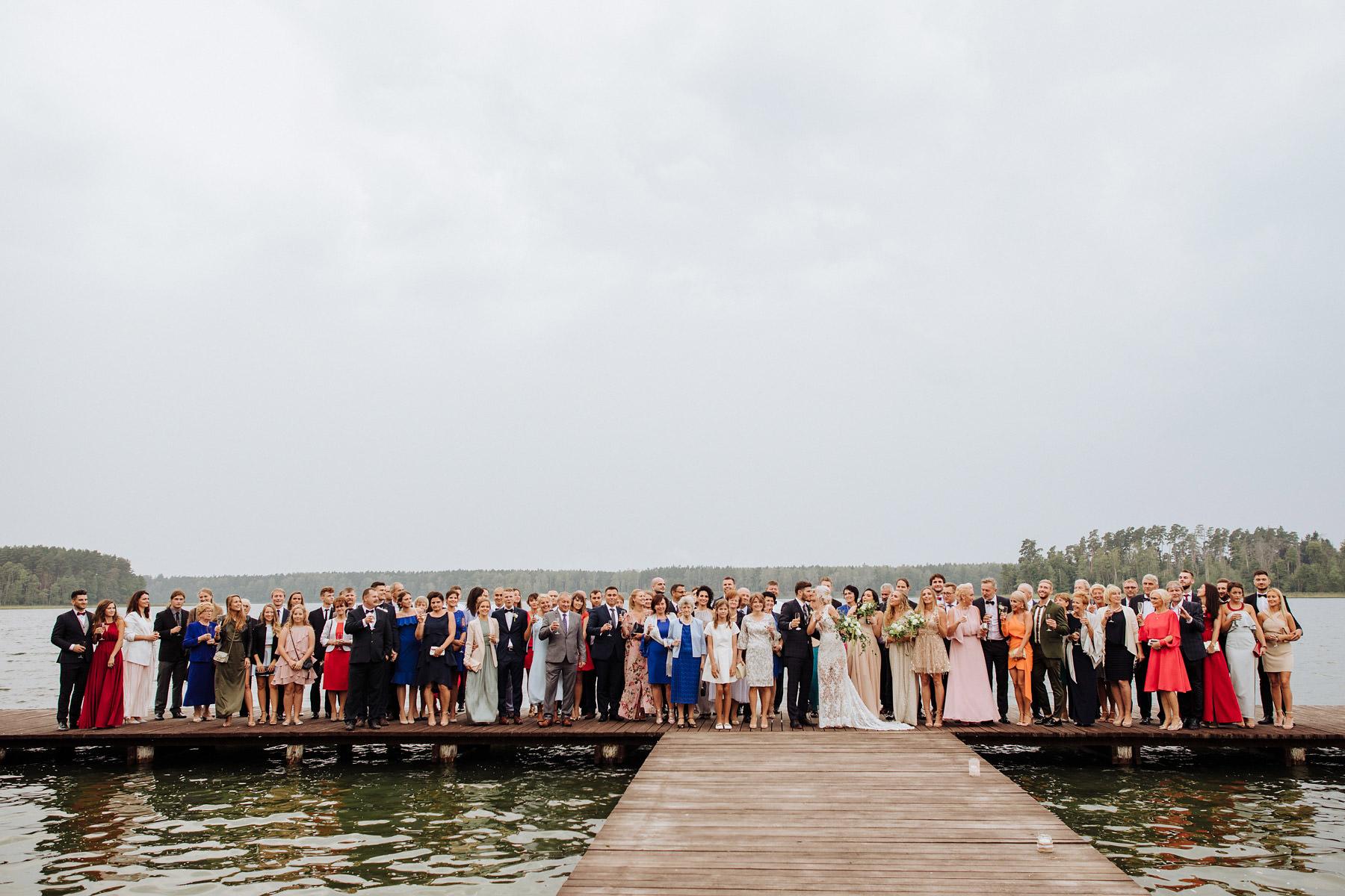 ślub nad jeziorem na Mazurach