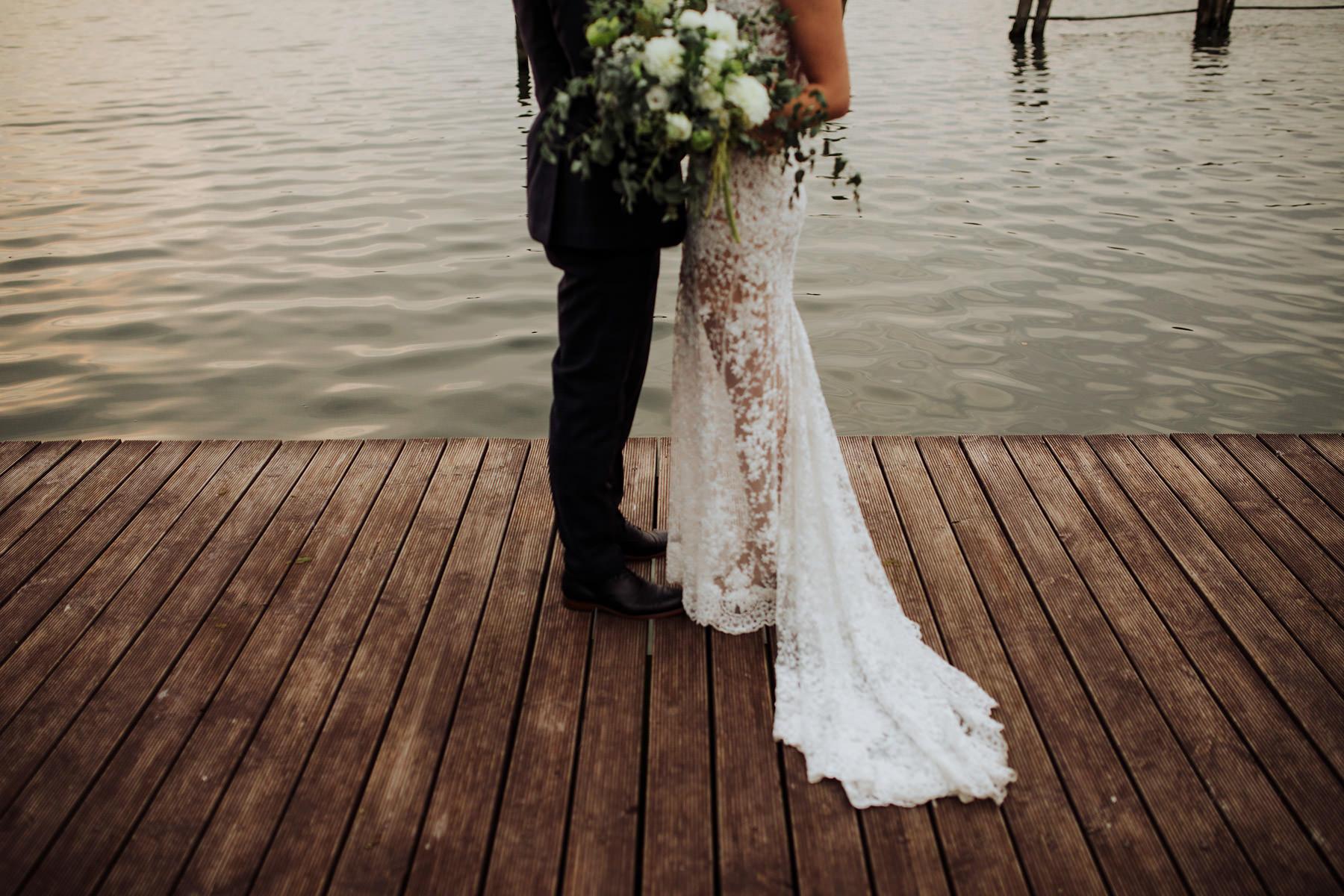 ślub nad jeziorem