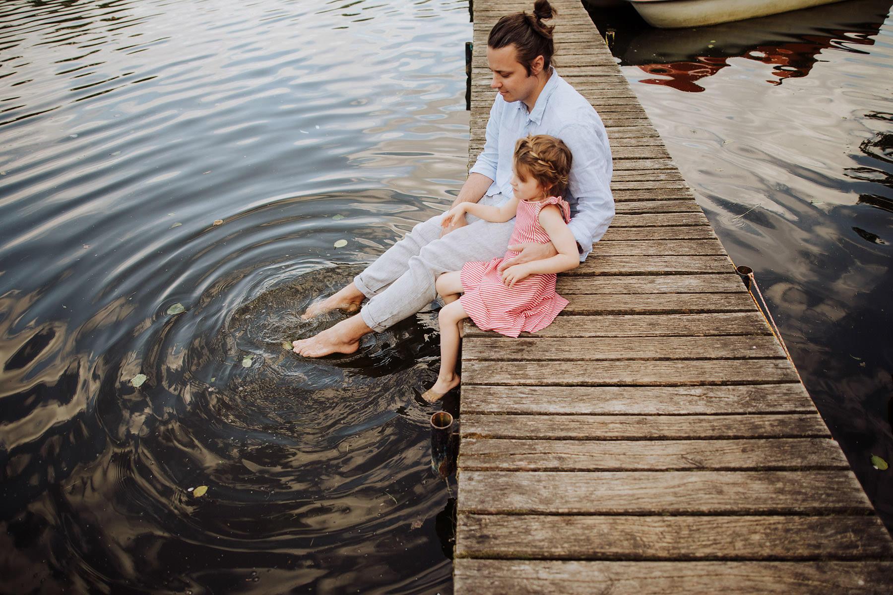sesja rodzinna nad wodą