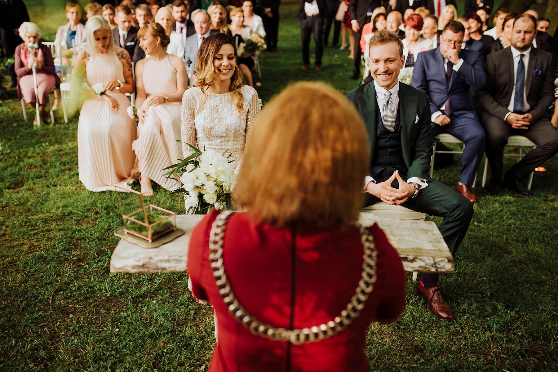 ślub w plenerze pałac pstrokonie
